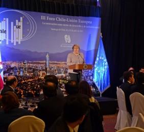 La Presidenta Michelle Bachelet clausurando el Foro